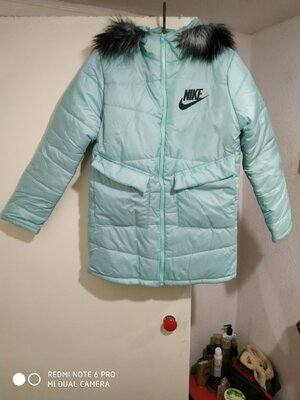 Nike куртка. пуховик на зиму