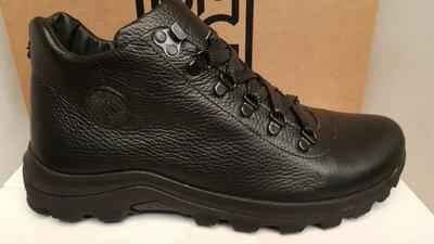 Продано: Кожаные мужские ботинки на меху,черного цвета,