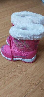 Продано: Новые зимние сапоги на девочек