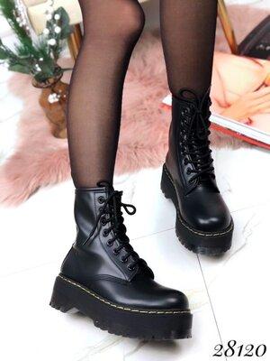 Женские демисезонные чёрные ботинки на шнуровке на низком ходу