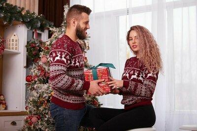 Новогодний женский мужской свитер с оленями унисекс S М L XL