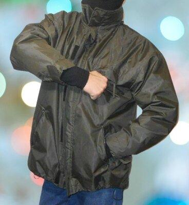 Нейлоновая куртка.Большого размера.