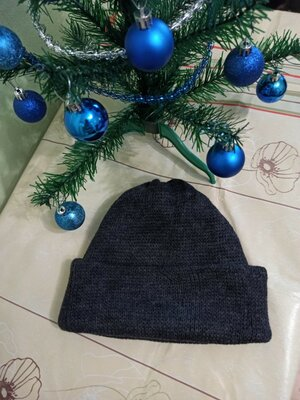 мужская шапка вязаная двойная с отворотом. тепленькая чоловіча шапочка. свободная. цвет темно серый