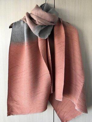 Кашемировый гофрированный шарф / цвет оранжево-серый / градиент