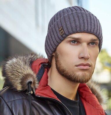 Теплая мужская шапка в цвете темный кофе