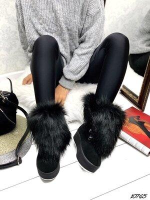 Женские натуральные замшевые зимние ботинки с меховой опушкой на высокой подошве