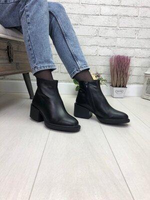 Демисезонные кожаные замшевые ботинки на молнии цвет черный пудра красный