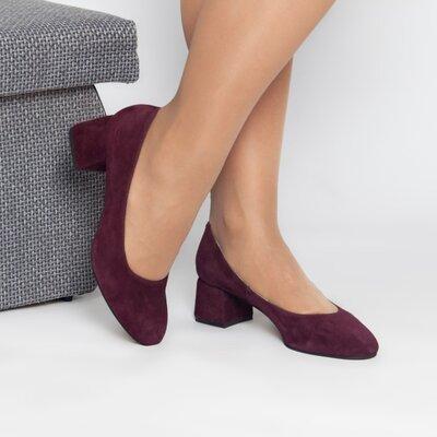 Замшевые туфли лодочки на низком каблуке