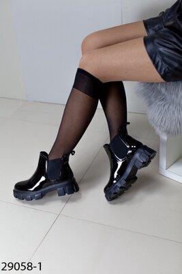 Женские демисезонные чёрные ботинки на тракторной подошве