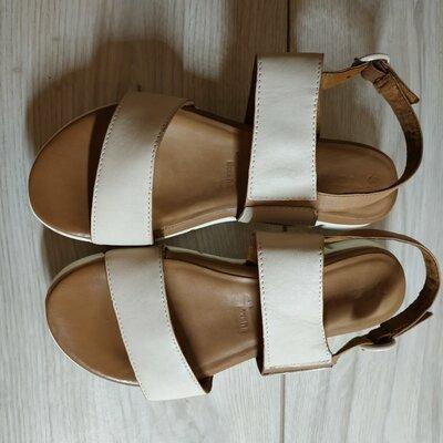 Продано: Кожаные фирменные женские босоножки от Tamaris 36-37 р