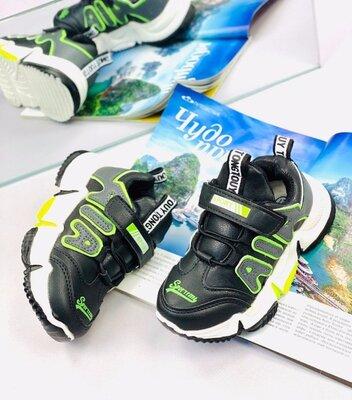 Продано: легкі спортивні кросівки