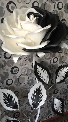 Ростовая черно-белая роза. Цветы из изолона.
