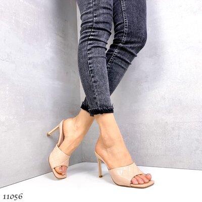 Женские белые чёрные бежевые шлепки шлёпанцы сабо на каблуке шпильке