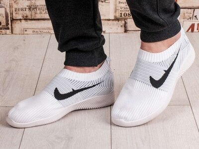 Мужские кроссовки. Белые