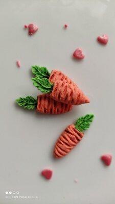Сахарная морковка для украшения кондитерских изделий