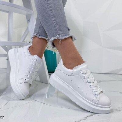Продано: Женские кроссовки маквины белые черные жіночі кросівки білі чорні