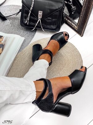 Женские натуральные замшевые кожаные босоножки на ремешке на устойчивом каблуке