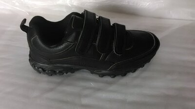 Качественные черные кроссовки. Польша.