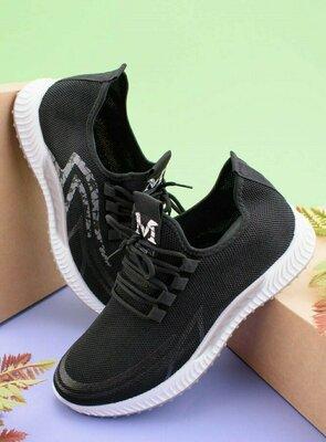 Мужские черные кроссовки с серой вставкой