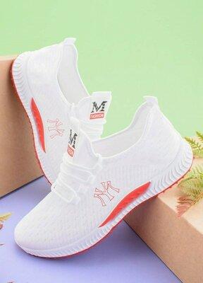 Мужские белые кроссовки на шнуровке