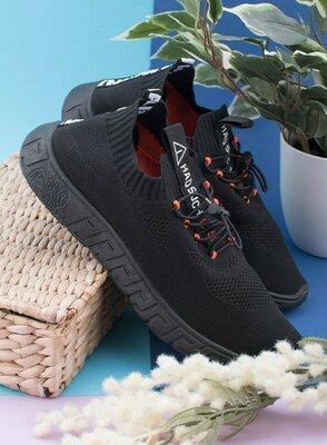 Мужские черные кроссовки из текстиля