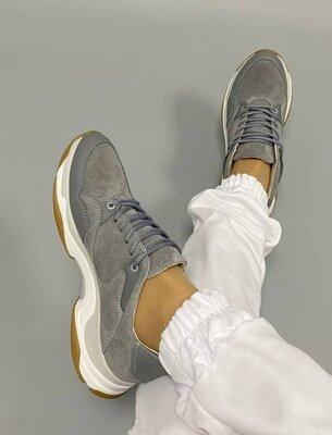 Женские серые натуральные замшевые кроссовки на бело-серой подошве натуральная замша из замши замш