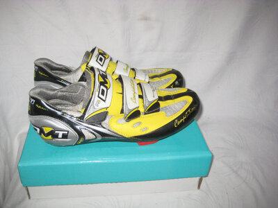 Велотуфли велокроссовки DMT Италия 42 размер по стельке 26 см .Кожаные.В идеальном состоянии Обув