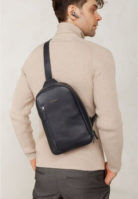 Сумка- рюкзак через плечо, слинг кожаный темно синий