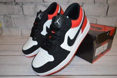 Кроссовки Jordan.