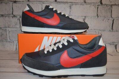 Кроссовки Nike серые.