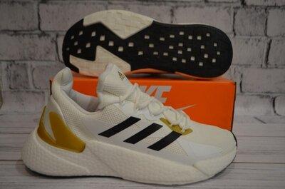 Летние кроссовки Adidas.