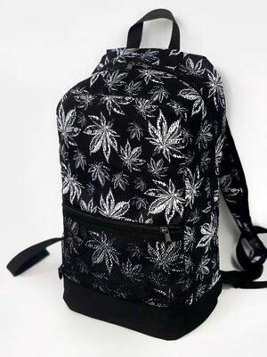 Рюкзак чёрный с принтом