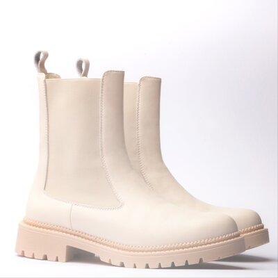 Ботинки молочного цвета Хит сезона