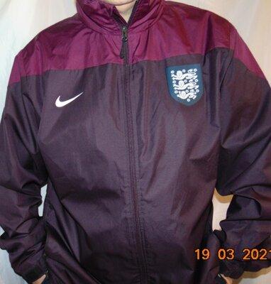 Новая спортивная курточка ветровка Nike зб Англии .хл .