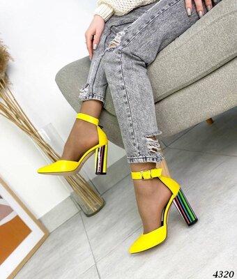 Женские натуральные замшевые кожаные туфли на ремешке на устойчивом ярком разноцветном каблуке
