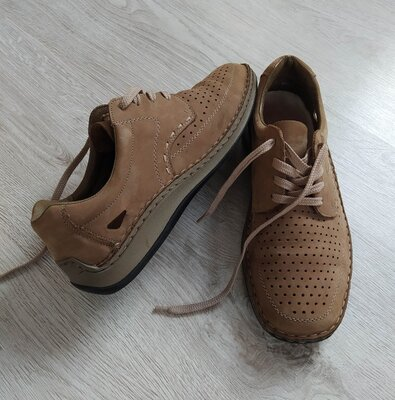 Кожаные туфли,фирменные мокасины с перфорацией.