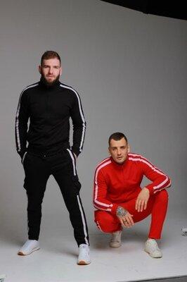 Мужской Спортивный костюм с лампасами. на манжетах или прямые штаны черний