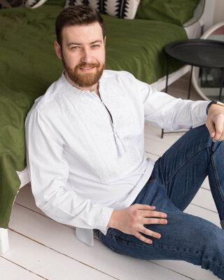 Неймовірна чоловіча вишиванка з білою вишивкою 42-56р