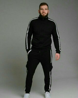 Мужской спортивный костюм с лампасами черный