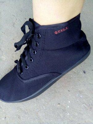 Продано: Ботинки, высокие кеды