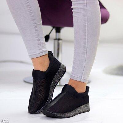 Женские бежевые чёрные белые чёрные кроссовки слипоны сеточка