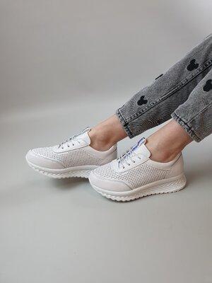 Кроссовки на шнуровке цвет белый