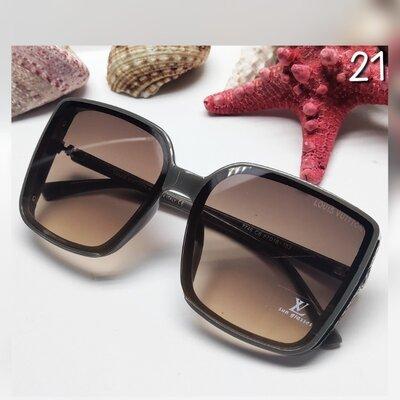 Продано: Жіночі сонцезахисні окуляри