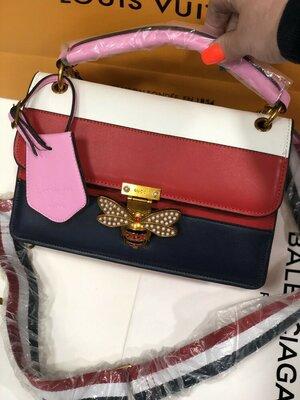Красивая женская сумка на широком ремне. Летняя сумка