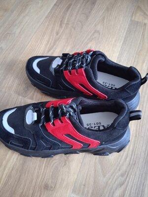 Продано: Женские кроссовки.качество отличное.
