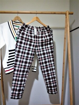 46-48 р Стильные укороченные брюки benetton