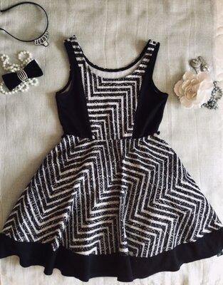 Брендовое фактурное платье- сарафан. Яркий узор ромбами. Все Платье усыпано серебряными блёстками ,