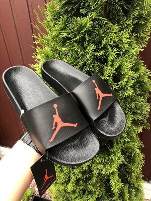 Nike Air Jordan шлёпанцы мужские на лето черные с красным 10532