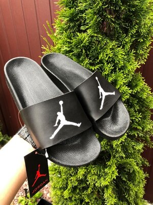 Nike Air Jordan шлёпанцы мужские на лето черные с белым 10533