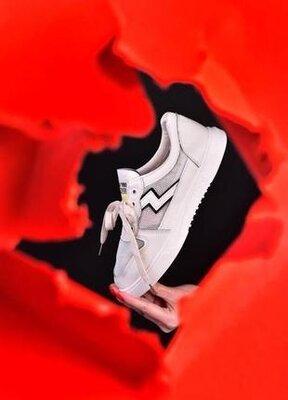 Продано: стильные женские кроссовки